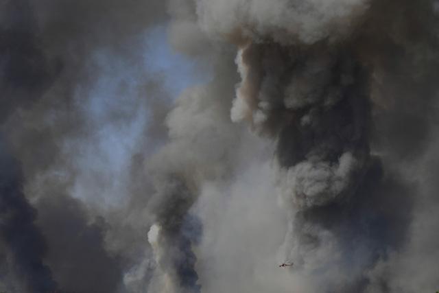Cháy rừng ở Hy Lạp bước sang ngày thứ 3, địa điểm tổ chức Thế vận hội cổ đại được bảo toàn - Ảnh 7.