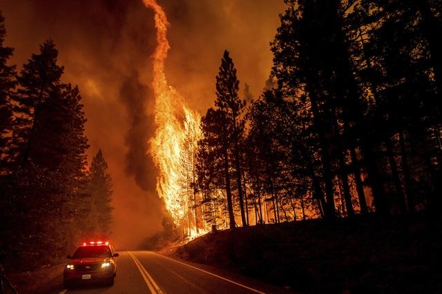 Cháy rừng lan nhanh ở California, hàng nghìn người phải sơ tán - Ảnh 1.
