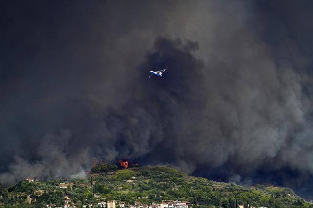 Cháy rừng ở Hy Lạp bước sang ngày thứ 3, địa điểm tổ chức Thế vận hội cổ đại được bảo toàn - Ảnh 5.