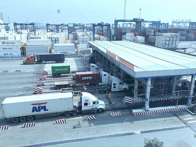 """Hỏa tốc """"giải cứu"""" ùn tắc hàng hóa tại cảng Cát Lái - Ảnh 2."""