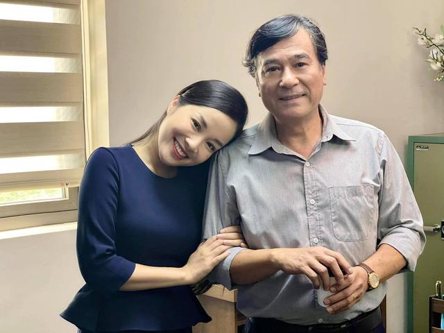 Sự hoán đổi không ngờ từ con gái thành bạn gái của Minh Hương với NSND Mạnh Cường trong 2 phim - Ảnh 3.