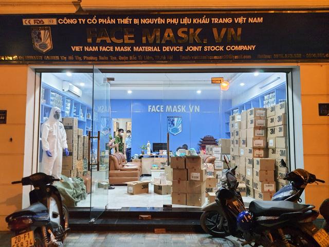 Hà Nội: Phát hiện 20.000 khẩu trang nghi làm giả chuẩn bị cung cấp cho một số bệnh viện - Ảnh 4.