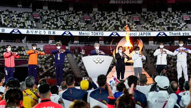 Lễ bế mạc Olympic Tokyo 2020: Khép lại một kỳ thế vận hội đặc biệt! - Ảnh 1.