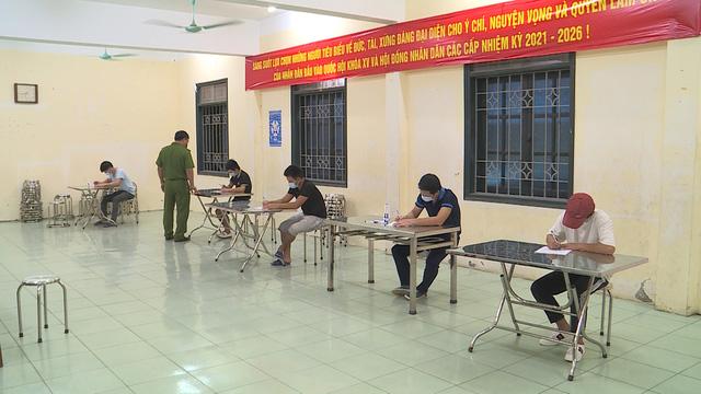 Hà Nội: Phát hiện xe chở khách vượt chốt bằng giấy đi đường khống - ảnh 2