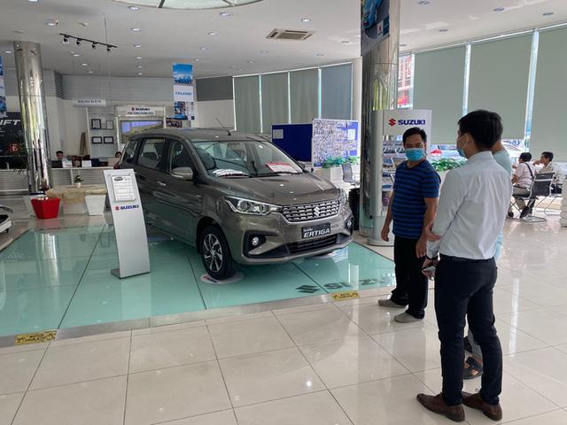 Thị trường ô tô Việt Nam sụt giảm kỷ lục trong lịch sử vì COVID-19 - Ảnh 1.