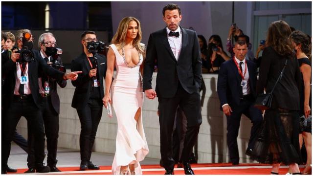 Jennifer Lopez, Ben Affleck ra mắt tại thảm đỏ Venice - Ảnh 1.