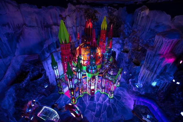 Lạc vào vũ trụ với triển lãm đa giác quan độc đáo ở Denver (Mỹ) - ảnh 1