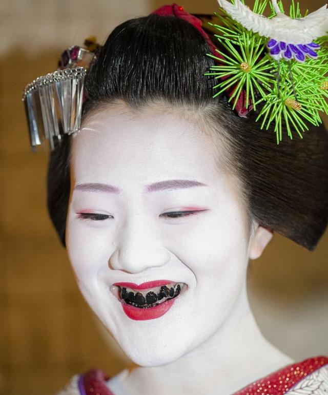 """Khám phá 8 """"chuẩn mực"""" cái đẹp kì lạ của các nước Châu Á - Ảnh 5."""