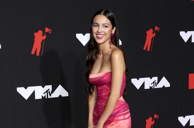 Olivia Rodrigo - Nghệ sĩ mới xuất sắc của MTV VMAs 2021: Tôi đã có cả một năm quá kỳ diệu - Ảnh 1.