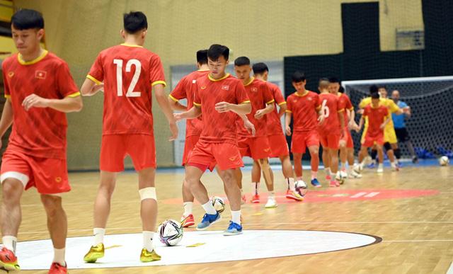ĐT futsal Việt Nam hưng phấn trước trận gặp ĐT futsal Brazil - Ảnh 1.