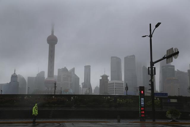 Trung Quốc sơ tán hàng trăm nghìn dân tránh bão Chanthu - Ảnh 5.