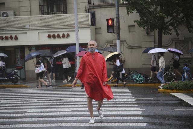Trung Quốc sơ tán hàng trăm nghìn dân tránh bão Chanthu - Ảnh 2.
