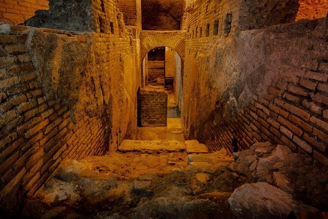 Khám phá công trình cổ bí mật dưới đài phun nước nổi tiếng ở Rome (Italy) - Ảnh 2.