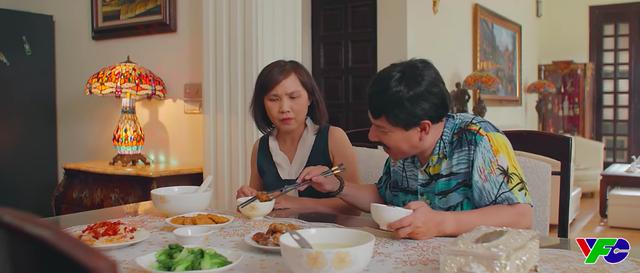 11 tháng 5 ngày - Tập 21: Cậu Tiến tán tỉnh cô giúp việc nhà Nhi, cô Vân hết cửa mất rồi - Ảnh 3.