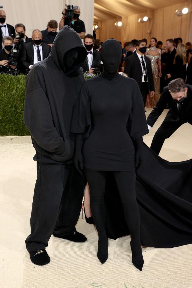Đây là lí do Kim Kardashian bịt kín mít tại Met Gala 2021! - ảnh 1
