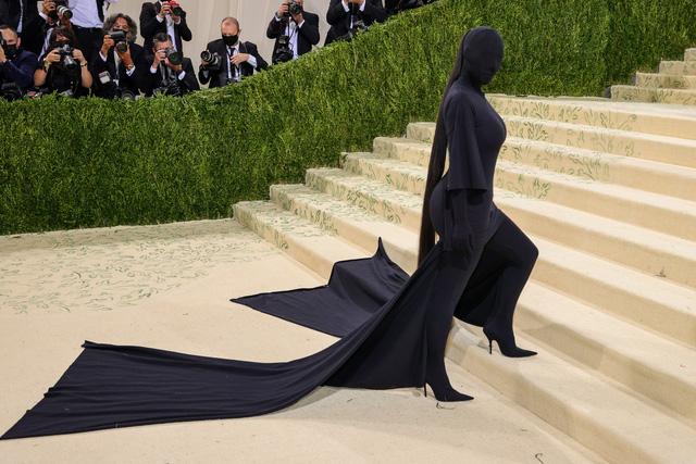 Đây là lí do Kim Kardashian bịt kín mít tại Met Gala 2021! - ảnh 2