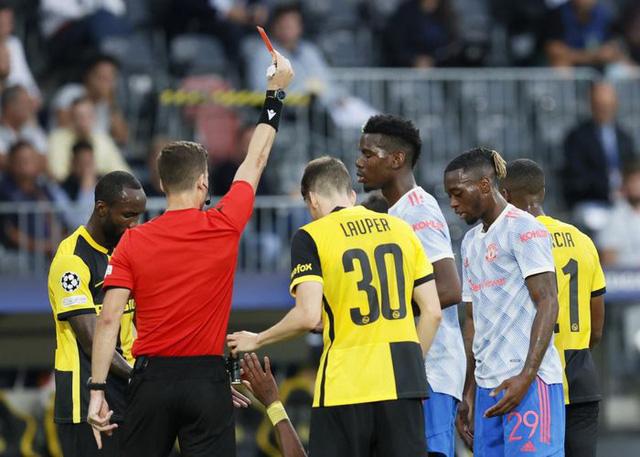 Ronaldo ghi bàn, Manchester United vẫn thua sốc trước Young Boys - Ảnh 2.