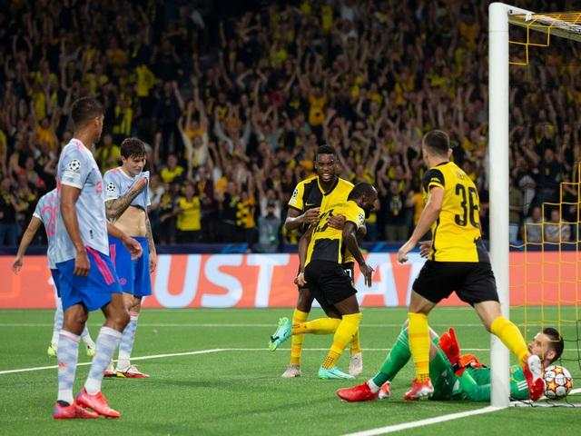 Ronaldo ghi bàn, Manchester United vẫn thua sốc trước Young Boys - Ảnh 3.