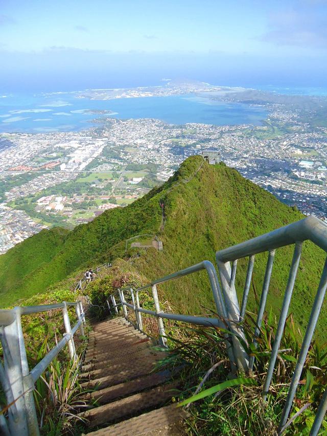 """Phá bỏ """"nấc thang lên thiên đường"""" nức tiếng tại Hawaii - Ảnh 1."""