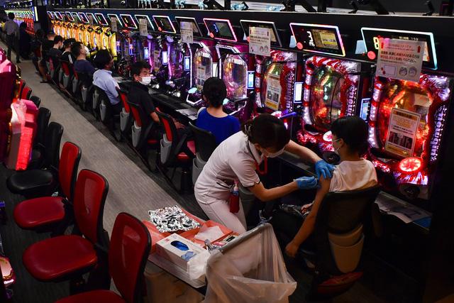 Nhật Bản sẽ sớm nới lỏng các hoạt động kinh tế-xã hội, khôi phục cuộc sống bình thường - Ảnh 1.