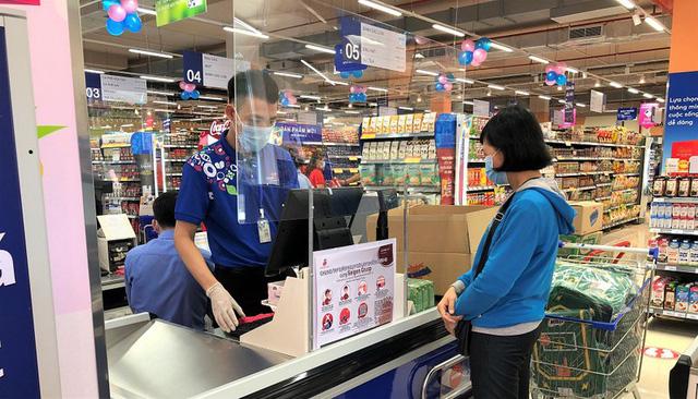 Nhiều siêu thị lớn ở TP Hồ Chí Minh hoạt động trở lại - ảnh 1