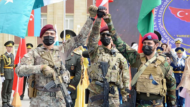 Lực lượng đặc biệt của Azerbaijan, Thổ Nhĩ Kỳ và Pakistan lần đầu tập trận chung - Ảnh 1.