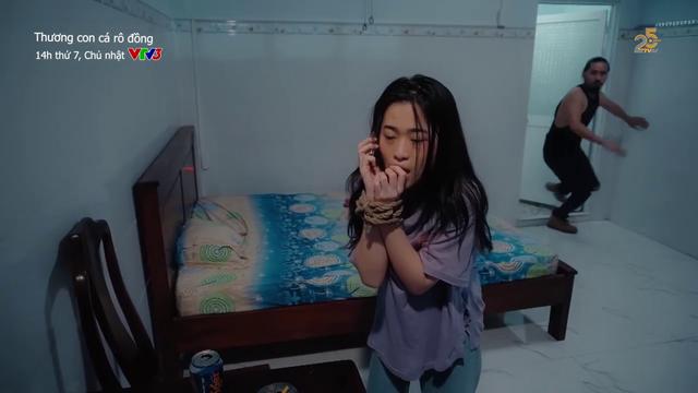 Thương con cá rô đồng - Tập 40: Mạnh tỏ tình với Thương, Nhung có bắn Hải đen? - ảnh 3
