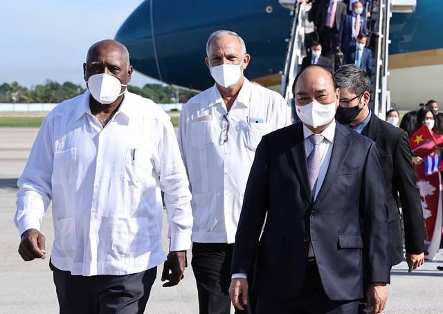 Chủ tịch nước đến La Habana, bắt đầu thăm chính thức Cuba - Ảnh 2.