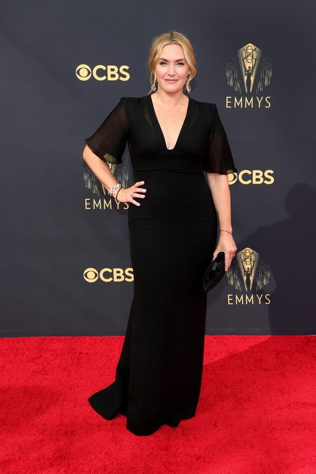 Dàn sao rực rỡ trên thảm đỏ Emmy 2021 - Ảnh 4.