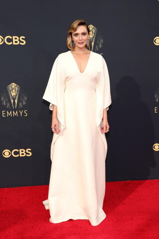 Dàn sao rực rỡ trên thảm đỏ Emmy 2021 - Ảnh 5.