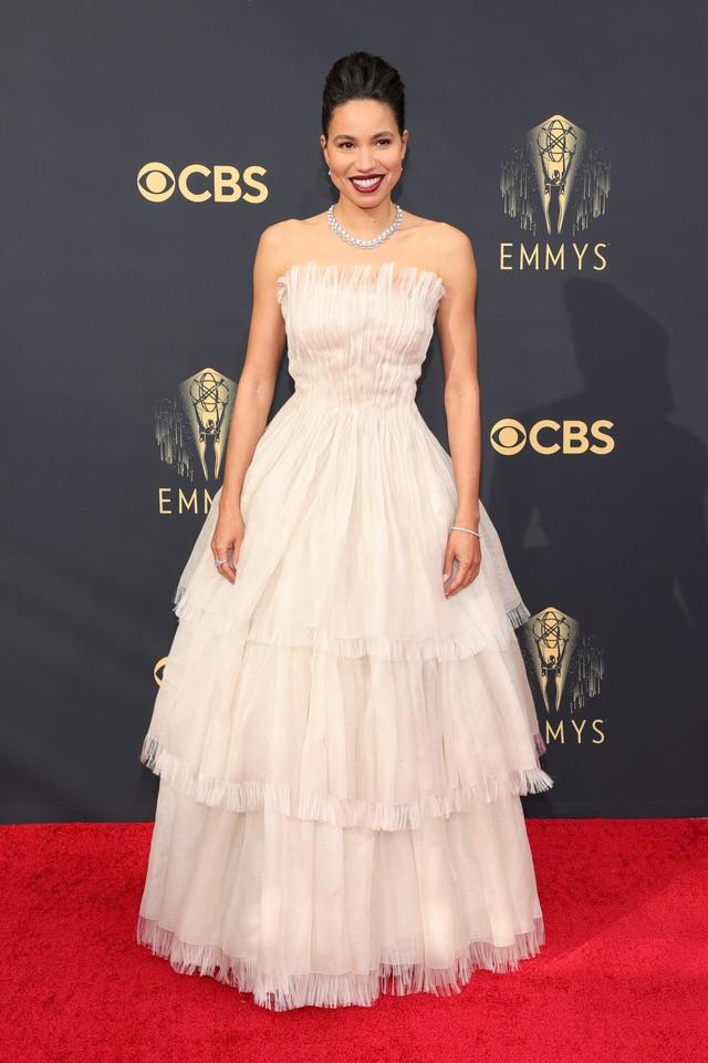 Dàn sao rực rỡ trên thảm đỏ Emmy 2021 - Ảnh 8.