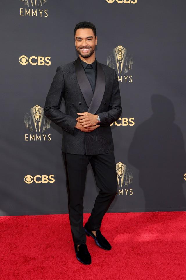 Dàn sao rực rỡ trên thảm đỏ Emmy 2021 - Ảnh 9.