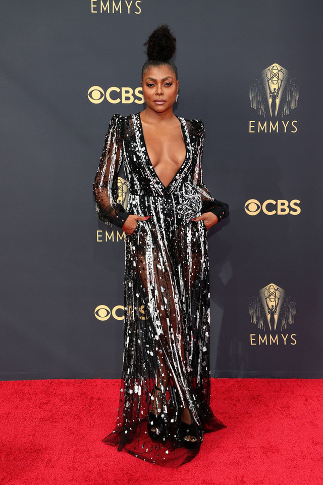 Dàn sao rực rỡ trên thảm đỏ Emmy 2021 - Ảnh 6.