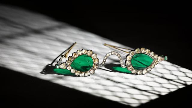"""Cặp kính """"trừ tà"""" từ thế kỷ 17 được đấu giá lên tới 13.5 triệu USD - Ảnh 2."""