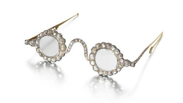 """Cặp kính """"trừ tà"""" từ thế kỷ 17 được đấu giá lên tới 13.5 triệu USD - Ảnh 3."""