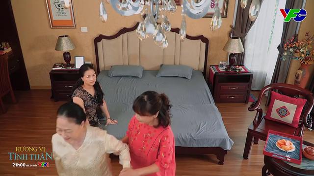 Hương vị tình thân phần 2 - Tập 40: Bà Sa vừa lên mặt đã bị bà Bích hớt tay trên - ảnh 3