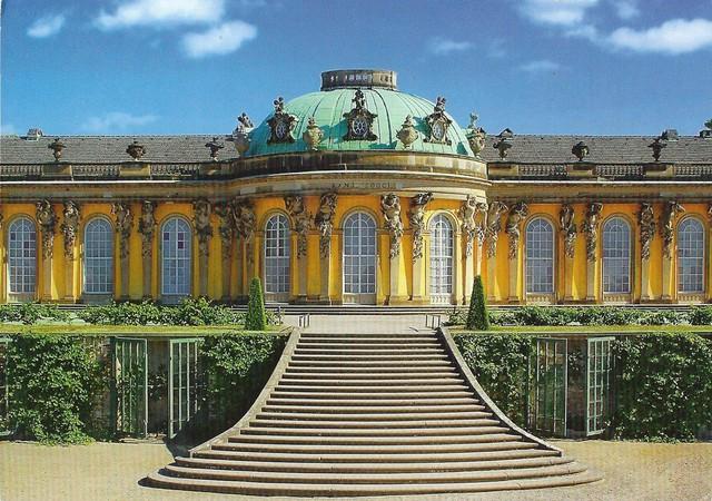 Chiêm ngưỡng 10 cung điện lỗng lẫy nhất thế giới - Ảnh 19.