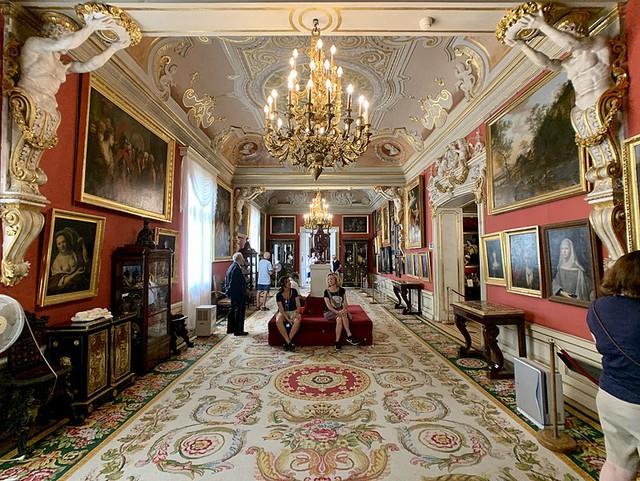 Chiêm ngưỡng 10 cung điện lỗng lẫy nhất thế giới - Ảnh 12.
