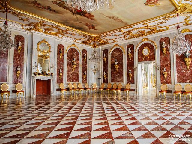 Chiêm ngưỡng 10 cung điện lỗng lẫy nhất thế giới - Ảnh 20.