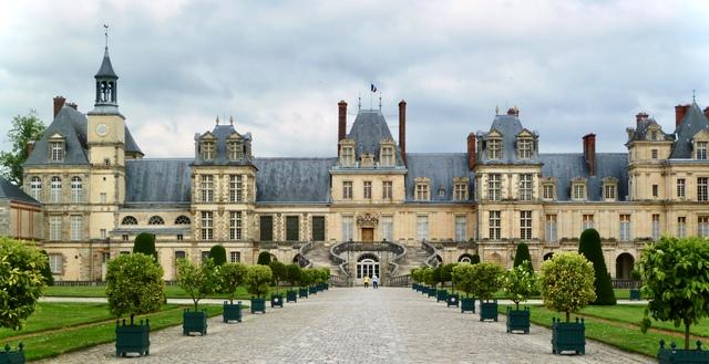 Chiêm ngưỡng 10 cung điện lỗng lẫy nhất thế giới - Ảnh 15.