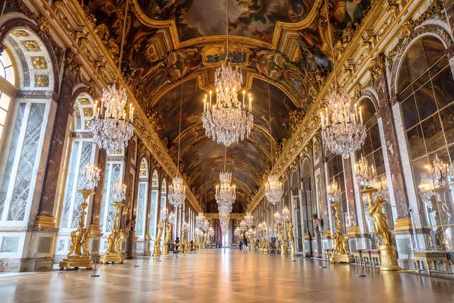 Chiêm ngưỡng 10 cung điện lỗng lẫy nhất thế giới - Ảnh 5.