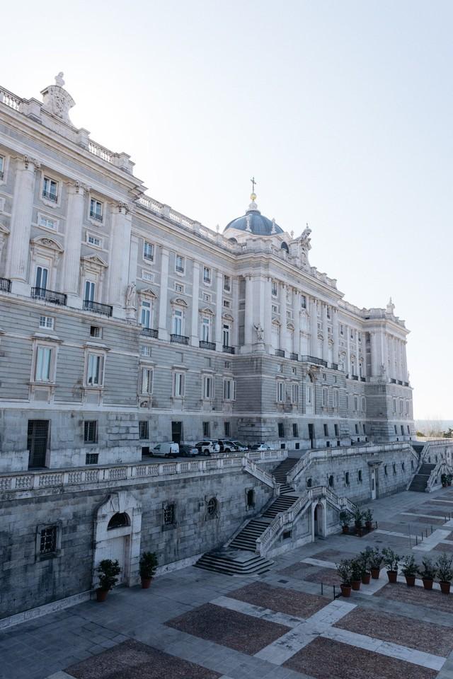 Chiêm ngưỡng 10 cung điện lỗng lẫy nhất thế giới - Ảnh 14.