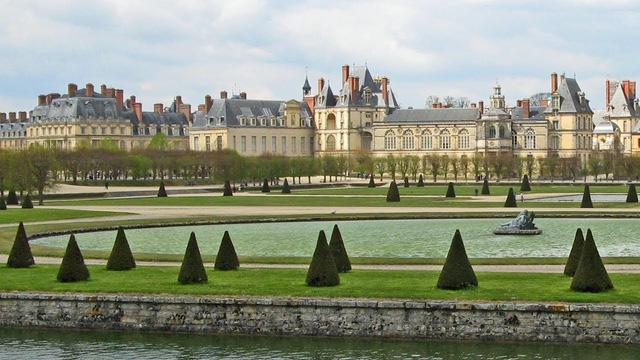 Chiêm ngưỡng 10 cung điện lỗng lẫy nhất thế giới - Ảnh 16.