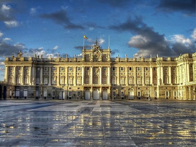 Chiêm ngưỡng 10 cung điện lỗng lẫy nhất thế giới - Ảnh 13.
