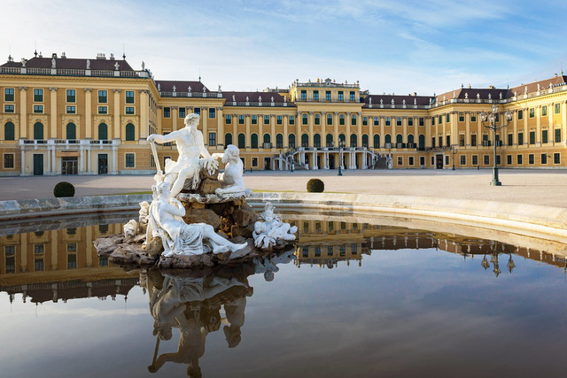 Chiêm ngưỡng 10 cung điện lỗng lẫy nhất thế giới - Ảnh 9.