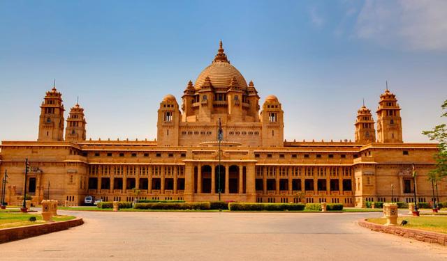 Chiêm ngưỡng 10 cung điện lỗng lẫy nhất thế giới - Ảnh 17.