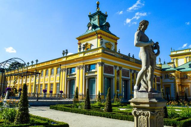 Chiêm ngưỡng 10 cung điện lỗng lẫy nhất thế giới - Ảnh 11.