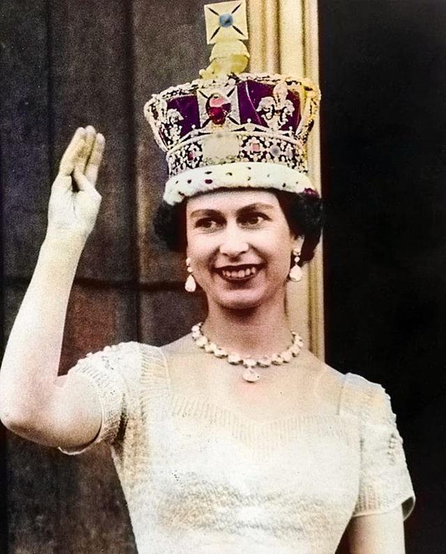 """9 món đồ trang sức ẩn chứa """"bí mật"""" của nhiều thế hệ Hoàng gia - ảnh 9"""