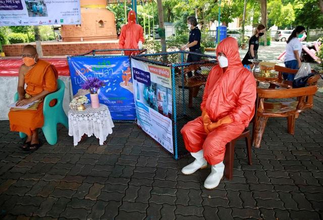 Thái Lan chế tạo đồ bảo vệ chống COVID-19 từ vỏ chai nhựa - ảnh 3