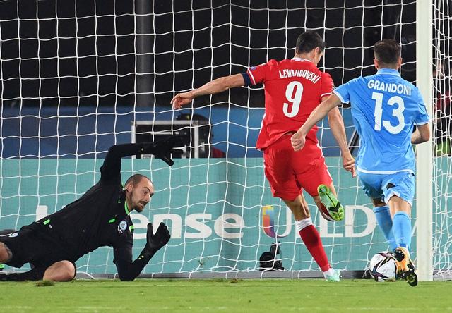 Kết quả vòng loại World Cup khu vực châu Âu: Anh, Đức, Ba Lan tạo mưa bàn thắng! - Ảnh 2.